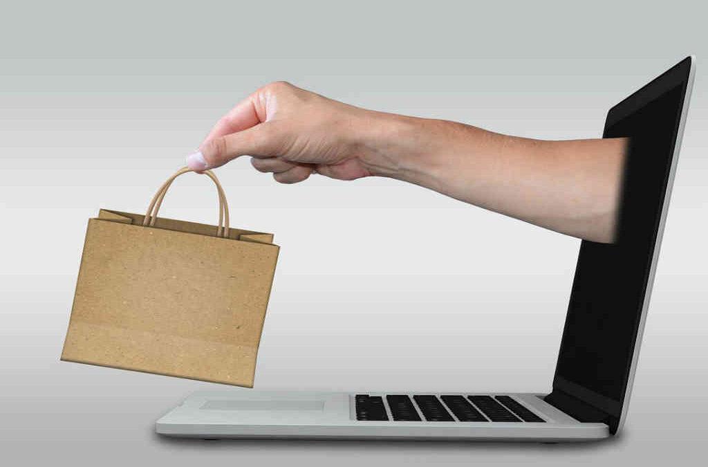 Hvordan med webhotel og domæne i forbindelse med salg af hjemmeside